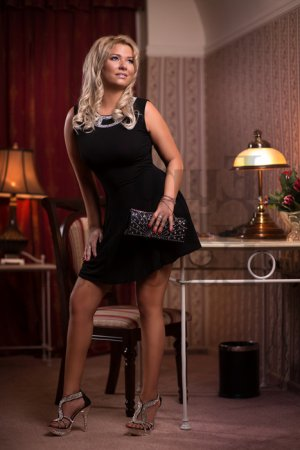 Giana erotic massage in Avon
